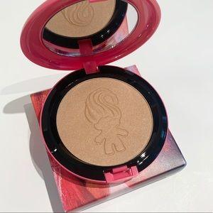 """MAC Cosmetics Makeup - BNIB MAC Goodluck Trolls Powder - """"Glow Rida"""""""